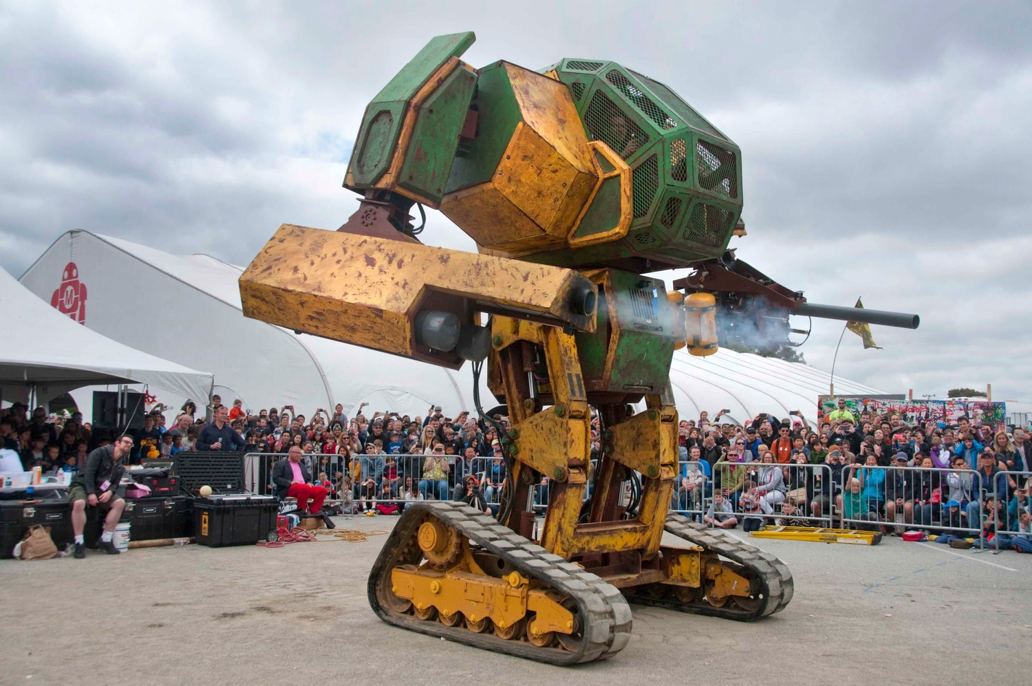 Two Giants Robots Are Going To Fight!